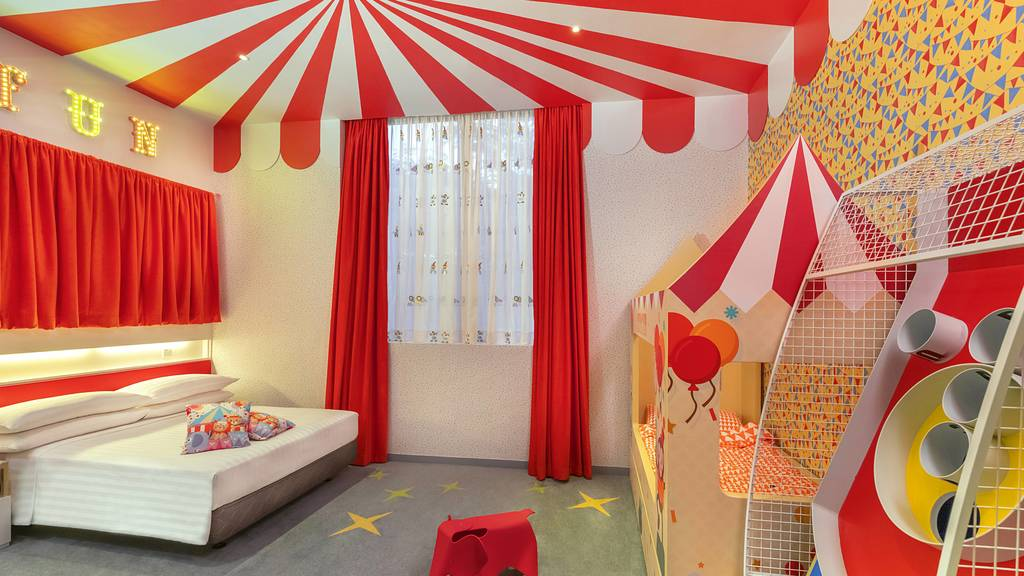 Kids Signature Themed Room Package