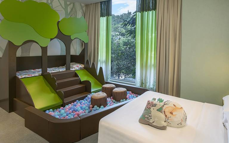 Kids Signature Themed Room Package with breakfasts