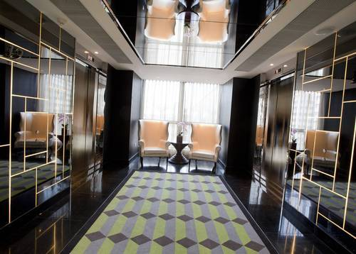 Guest Floor Lift Lobby Floor-to-ceiling windows lighten up the lobby floor by natural light