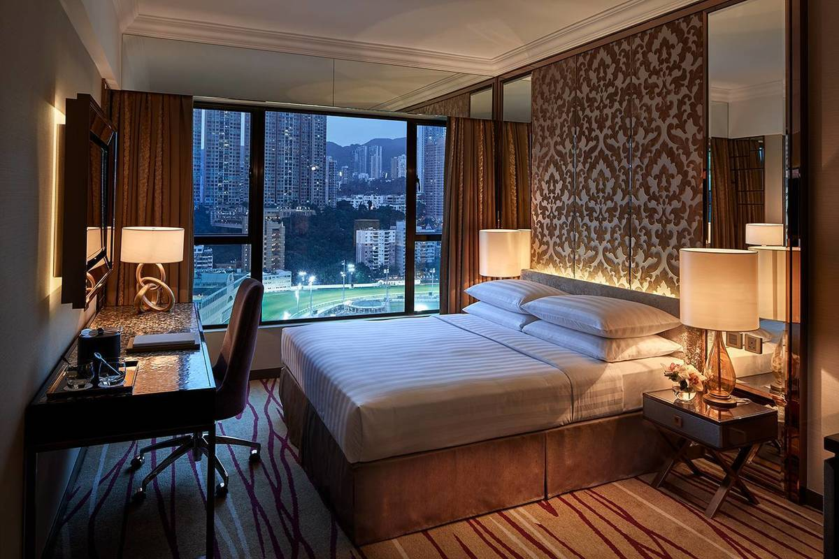 Grand Deluxe Course View Room - Have a grand view of the iconic Happy Valley Racecourse