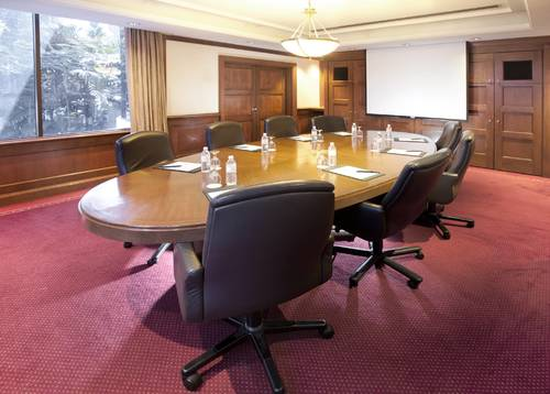 Spacious meeting room for an efficient meeting