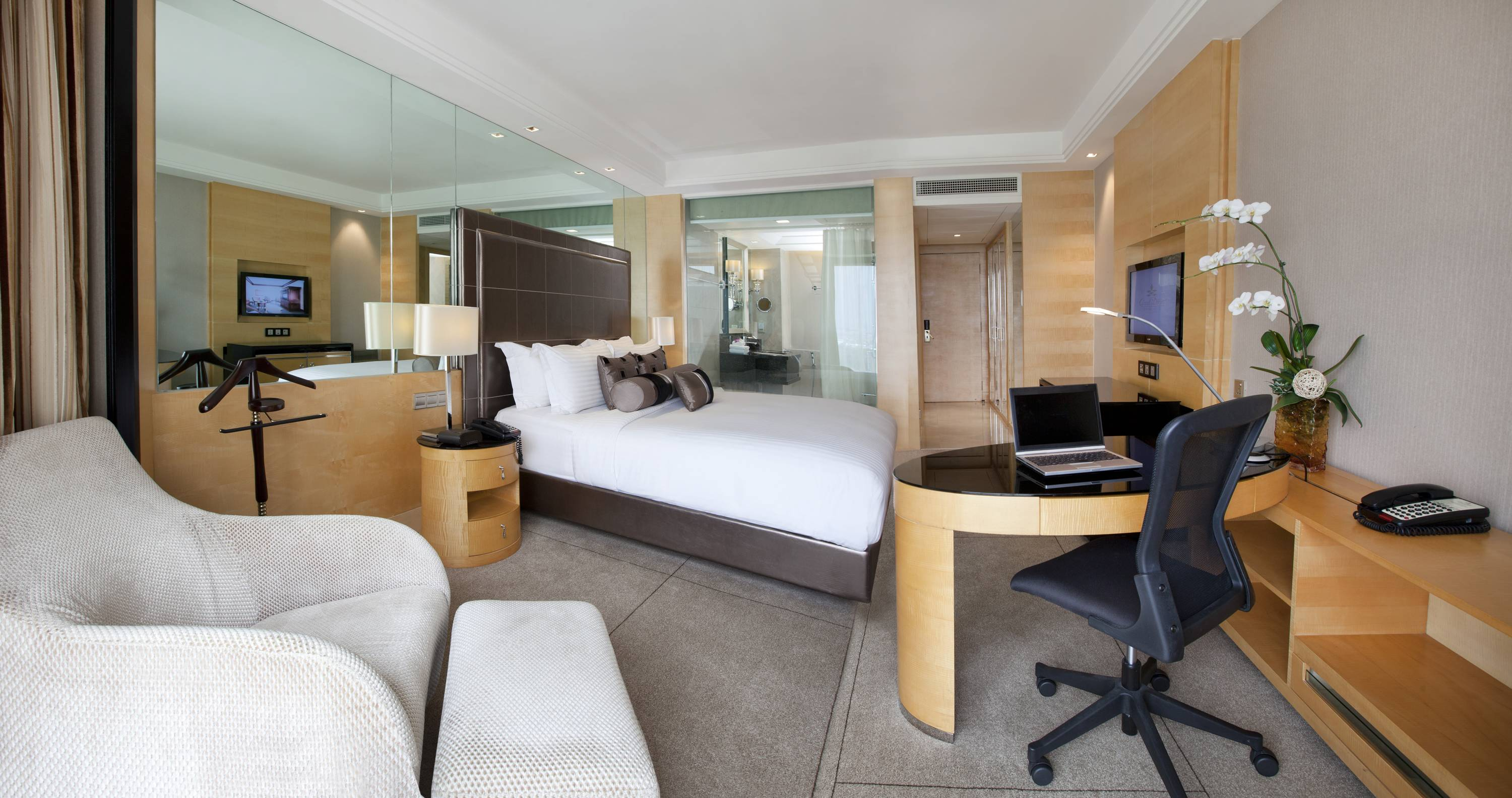 A higher level of accommodation - Club Room Living
