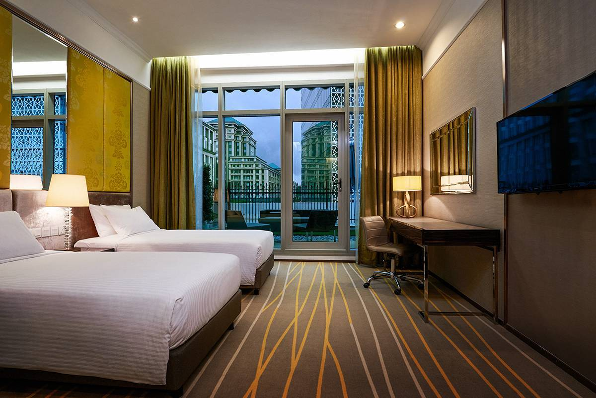 Deluxe Garden Twin (City View) - Experience our Deluxe Room with a stunning city view (king)
