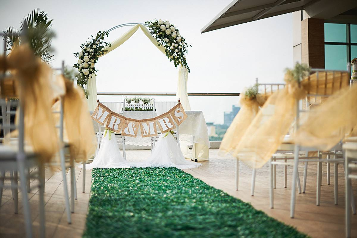 Inspired Wedding at Dorsett Putrajaya (ROM by the pool) ROM by the pool has an elegantly-decorated garden seating arrangement