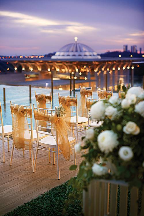 An amazing wedding by the pool with rooftop lake view