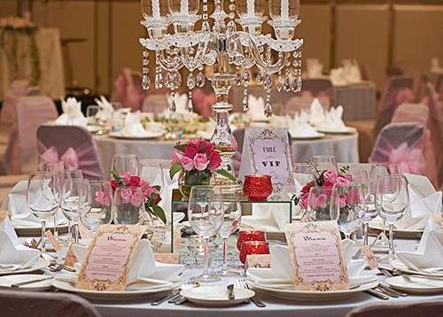 Well-appointed table set-up for an elegant and pleasing Western wedding